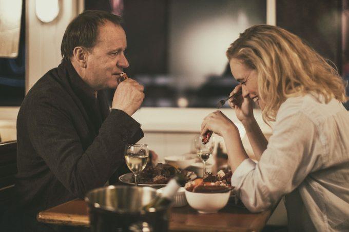 恋愛映画『男と女、モントーク岬で』の主人公、ステラン・スカルスガルドと、ヒロイン役のニーナ・ホス