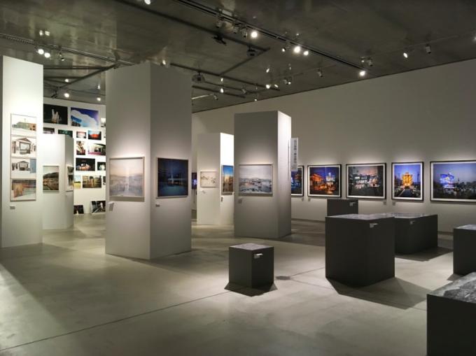 『写真都市展 −ウィリアム・クラインと22世紀を生きる写真家たち−』の様子