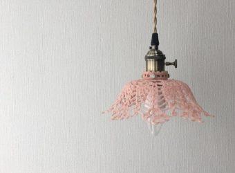 昼も夜もお部屋をやさしく彩る。「arles」のレース編みが美しいランプシェード