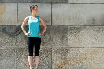 全身のバランスを整えて、美姿勢を目指す。体幹に効くエクササイズ「片足立ち腕振り」