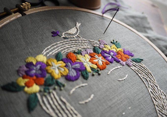 マカベアリスの刺繍。花や鳥