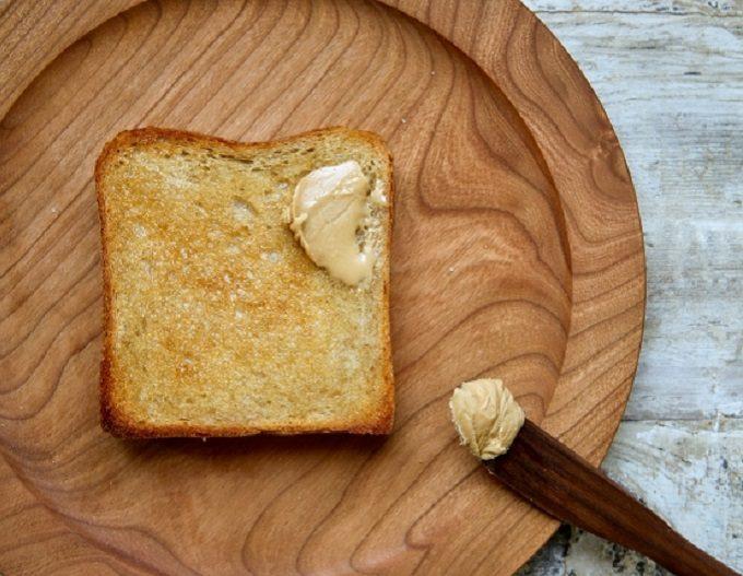 カフェ「sens et sens(サンス・エ・サンス)」のおすすめメニュー、自家製パン