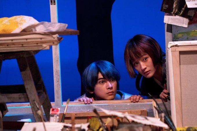 映画「猫は抱くもの」の吉沢亮とコムアイのシーン