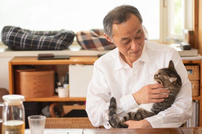 『天然生活』の元編集長・古庄修さんと飼い猫