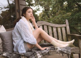 暑い夏も、冷えは大敵。やさしい肌触りで足をあたためてくれる「あしごろも」のふんわり靴下