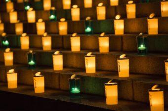 キャンドルの灯りに包まれ、思いを馳せる。特別なイベント「100万人のキャンドルナイト」