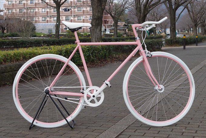 Cocci Pedale<コッチペダーレ>のピンクとホワイトのカスタマイズ自転車
