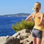1分で簡単!腰痛改善に効果が期待できる、座りながら行う「太もも裏のストレッチ」