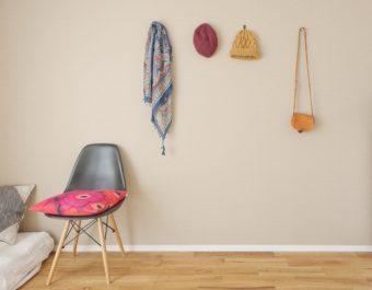 ちょっと変わったアイテムでカスタマイズ。お部屋の壁をおしゃれに飾る方法