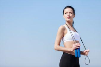 1日10分で効率的に体脂肪燃焼。知っておきたい、なわとびに期待できる効果と注意点