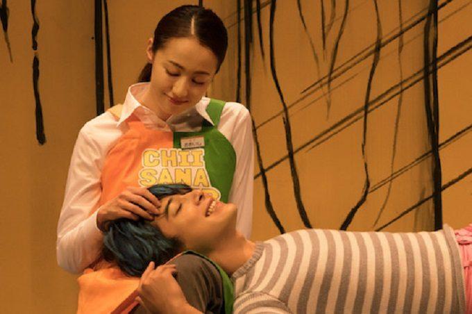 映画「猫は抱くもの」の沢尻エリカと吉沢亮のシーン