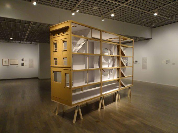 「ゴードン・マッタ=クラーク展」の展示の様子4