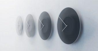 これまでにない壁掛け時計。空の明るさとリンクして色が変化する「DUSK」