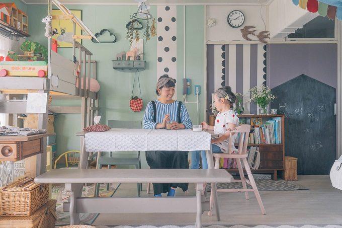 簡単DIYで作った家具を配置したかわいい海外風のお部屋
