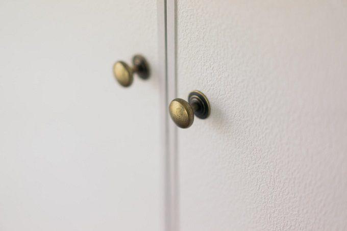アンティーク調の取っ手がオシャレな扉