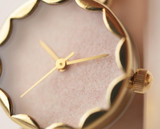 岩絵の具で色を塗った和紙を使用した大人女性におすすめのiroha<いろは>の腕時計2