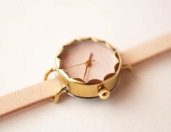 和紙を日本古来の顔料で色づけ。和の美しさを気軽に身に着けられる「iroha」の腕時計