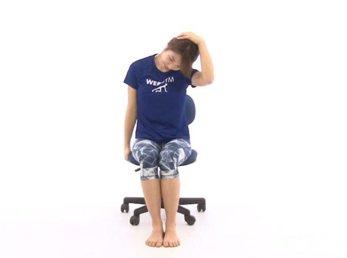 肩凝り解消におすすめ、肩のストレッチ手順