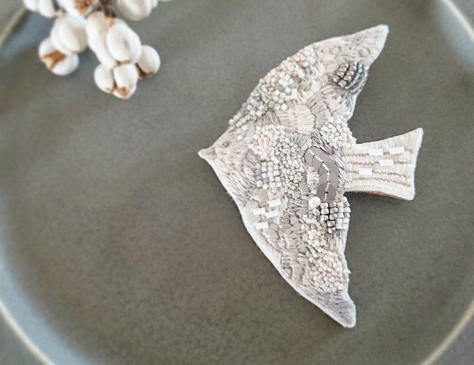 kielo*<キエロ>の鳥モチーフの刺繍ブローチ