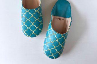 珍しい幾何学模様の刺繍に心が弾む。「La Belle」の上品なバブーシュ