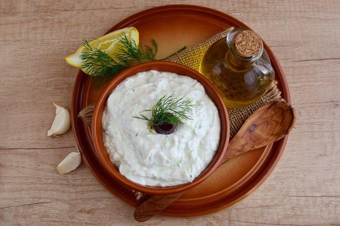 夏におすすめ、腸内環境を整える「塩オリーブオイルヨーグルト」