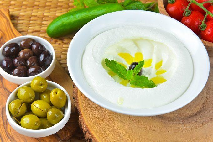 腸内環境を整え、痩せやすい体作りに期待できる「塩オリーブオイルヨーグルト」
