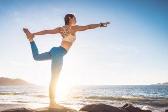 片足20秒でOK。姿勢改善と腰痛に悩まない身体を目指す「ももの付け根のストレッチ」