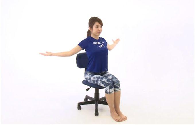 肩凝り解消におすすめ、胸のストレッチ手順