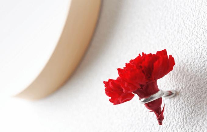 壁面に手軽に花を飾れる「naft」のおしゃれなフラワーリング