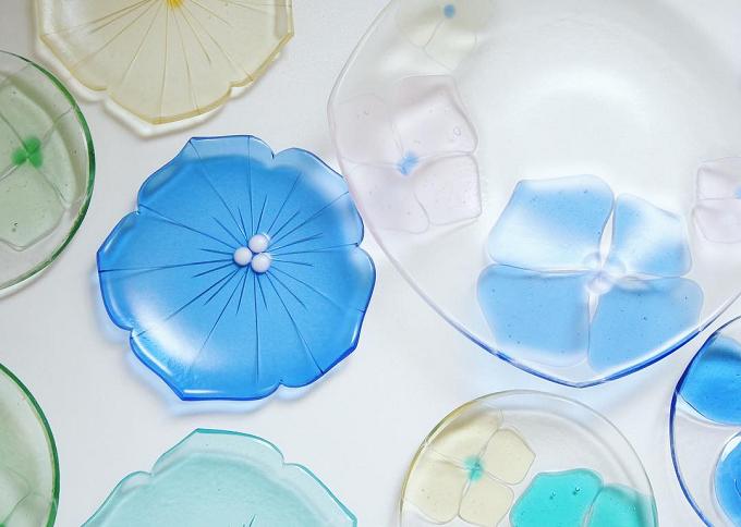 さまざまな形と色でテーブルを彩る佐々木 翔子さんの器