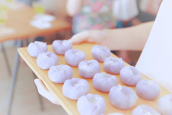 「紫をん」の一般向け和菓子教室の様子