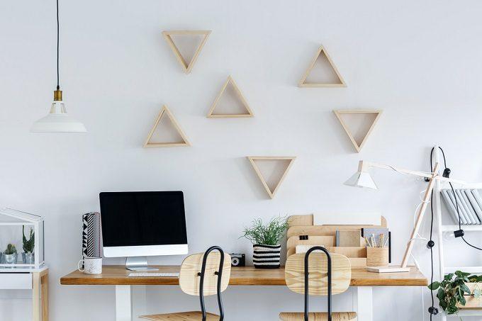 おすすめ簡単DIYで作るシンプルでナチュラルな三角ウォールシェルフ