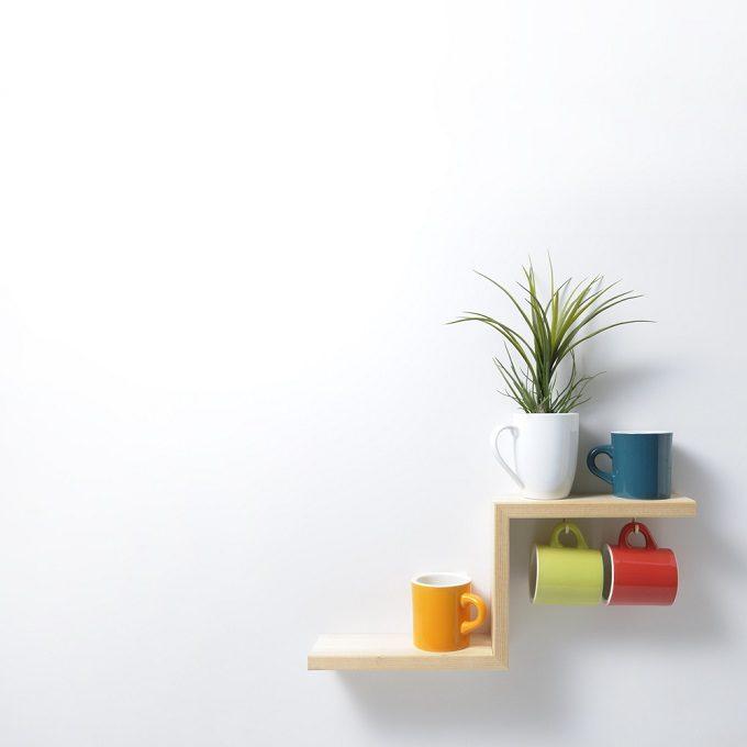 おすすめ簡単DIYで作る階段型飾り棚