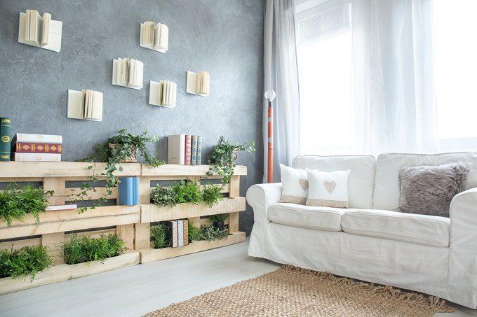 おすすめ簡単DIYで作る木製パレットを再利用した収納棚