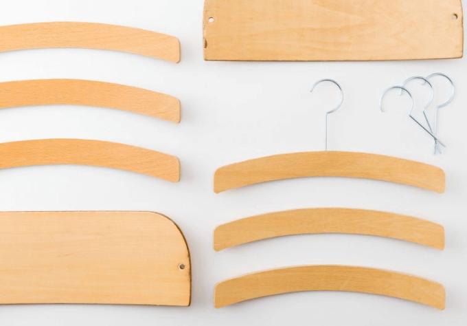 廃材を使ったアップサイクルブランドNEWSED<ニューズド>のおしゃれな生活雑貨、椅子の背板から作られた木製ハンガー