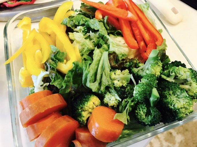 時短になる料理の下ごしらえ、カット野菜とサラダストック