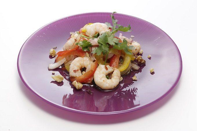 夏バテ予防にもおすすめ本格エスニックフードレシピ、海老とパクチーのチリインオイルマリネ