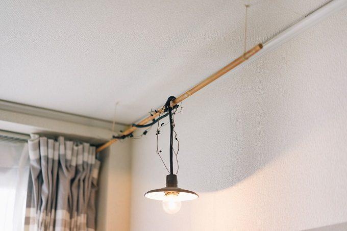 DIYとヴィンテージ小物で作るおしゃれな北欧風インテリア実例、照明