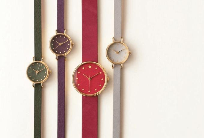 和紙や漆、岩絵具などを文字盤に使用した「はなもっこ」の濃色の腕時計