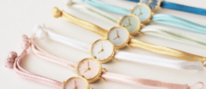和紙や漆、岩絵具などを文字盤に使用した「はなもっこ」のパステルカラーの腕時計