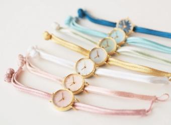 和紙や漆、岩絵具などを文字盤に使用。日本の美をたっぷり詰め込んだ「はなもっこ」の腕時計