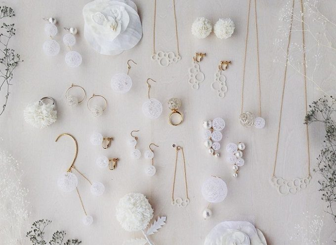 ひらり the airy jewelry」の繊細な糸玉のアクセサリー