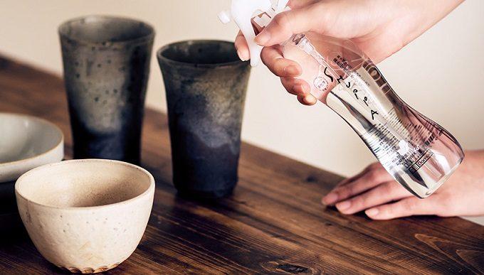 洗浄力が高く体にやさしい純水100%の洗浄水SHUPPA<シュッパ>を食器に使用しているところ