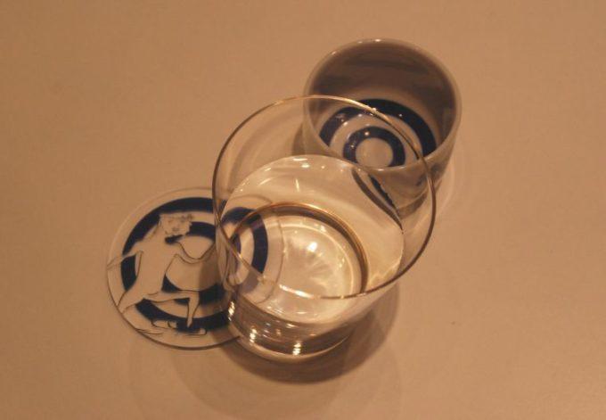 おしゃれな樹脂製品が集まるショップ「toumei」のコースター使用例