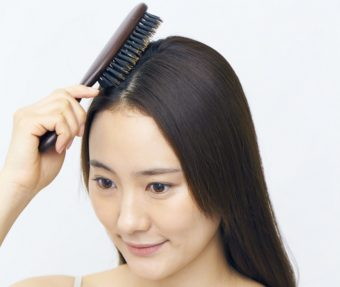 美髪のための正しいブラッシングの方法2