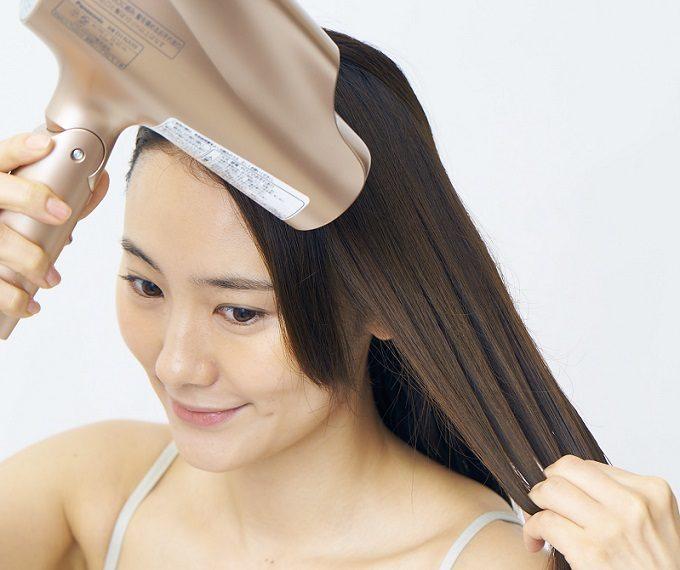 美髪のための正しいドライヤーのかけ方の基本2