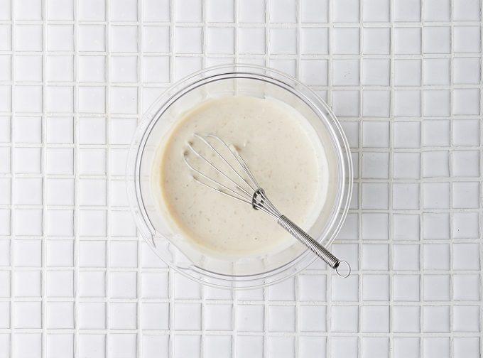 ダイエットにおすすめ、簡単ヘルシーなおやつ「キウイの甘酒豆乳ヨーグルト」のレシピ、手順1