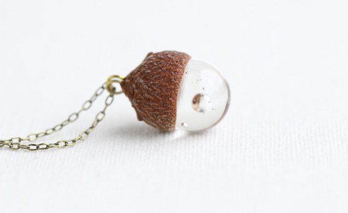 秋におすすめ「12月のきりん」のどんぐりの形のネックレス2