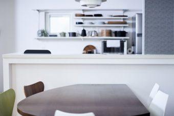 ほこりを溜まりにくくして掃除の手間をなくす。整理収納アドバイザーが実践する簡単アイデア