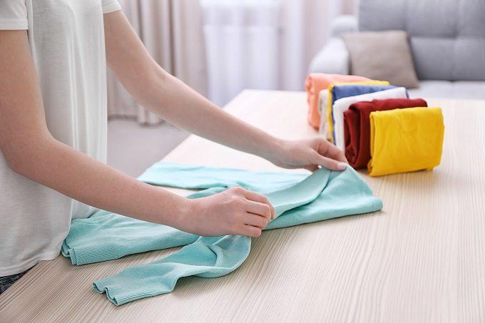 クローゼットの簡単引き出し収納術、衣類の畳み方